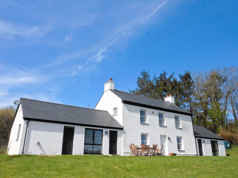 Read more about the article Dolgoed House – sleeps 8