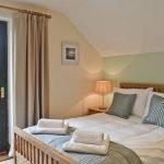 rhandir-barn-bedroom-909628