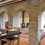 rhandir-barn-stone-arches-909624