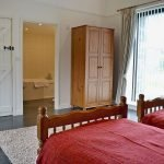 rhandir-lnghse-bedroom-ensuite-899399