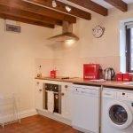rhyblid-fach-kitchen-quarry-tiled-floor