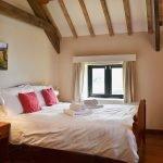 ysgubor-fawr-Double-bedroom-1