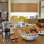 ysgubor-fawr-Kitchen-diner-breakfast